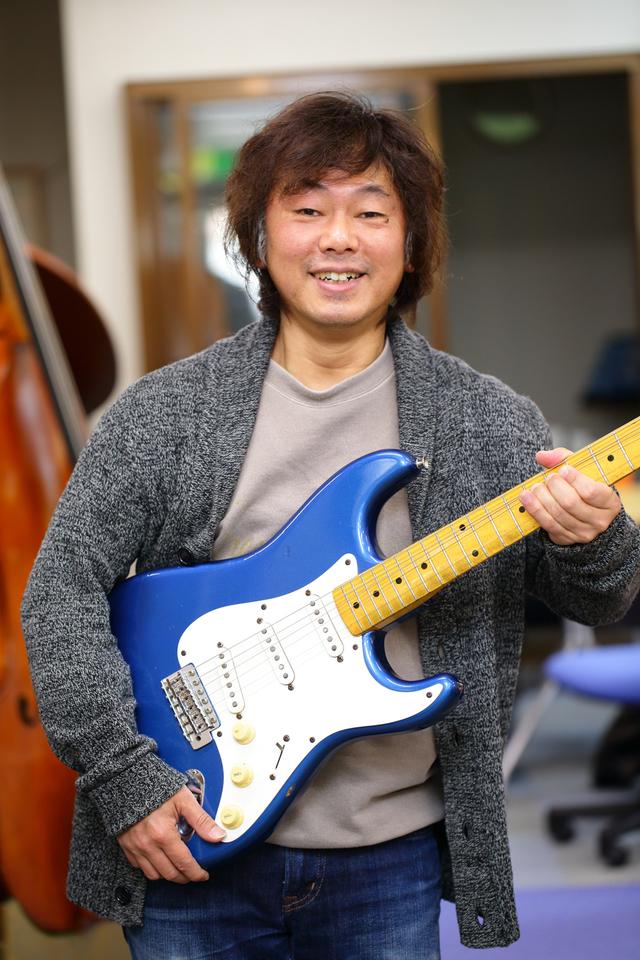 ひのまさし(日野 雅司) ギター・ウクレレ科担当